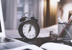 El reloj simboliza el contenido efímero