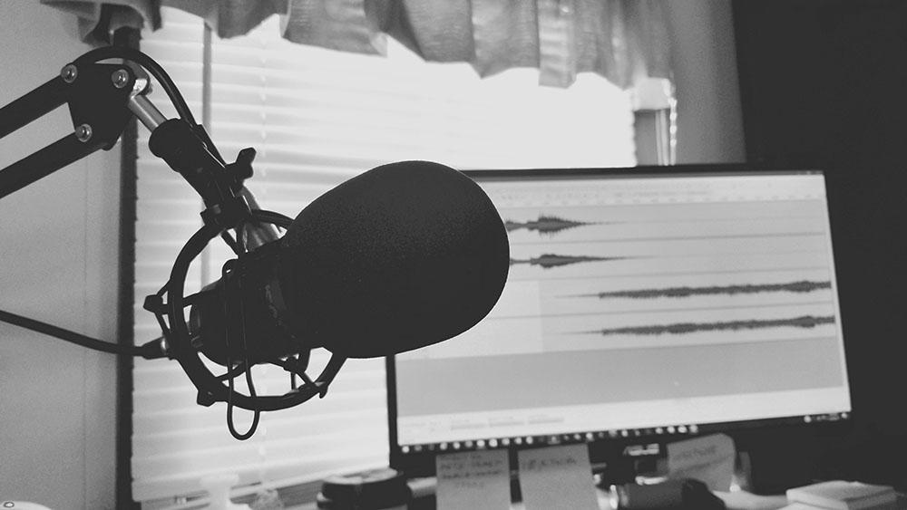 micrófono de podcast para explicar El tirón del formato podcast en 2020
